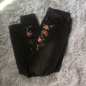 Distressed black jeans with floral embroidery